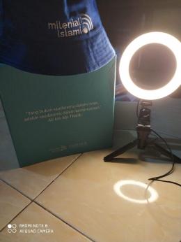 Quote inspiratif tentang toleransi yang tertera di box merchandise Milenial Islami