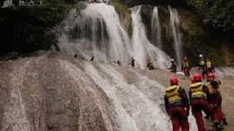 Setelah keluar dari Goa, pengunjung dapat menikmati air terjun I sumber foto : investor.id
