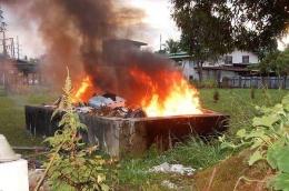 Ilustrasi membakar sampah bisa membahayakan lingkungan dan juga manusia. Sumber: nationalgeographic.grid.id