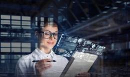 Ilustrasi perempuan dan teknologi | Sumber: shutterstock