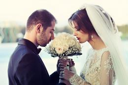 Ilustrasi pasangan menikah. Gambar: vetonethemi dari Pixabay