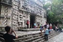 Anakku Dimas sedang memotret reruntuhnan kuil Teotihuacan/dok pribadi