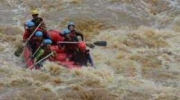 Rafting di sungai Progo bawah sumber: jogjakita.co.id