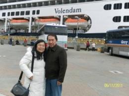 berfoto sebelum masuk ke  kapal Volendam (dok pribadi)