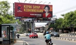Papan reklame super besar (foto dari JPNN.com)
