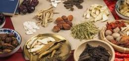 Image captionBeberapa sumber bahan herbal yang ada di sekitar kita. Sumber foto: www.farmaku.com