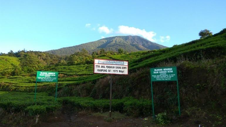 Titik awal pendakian gunung Dempo jalur Kampung IV (Dokumentasi Pribadi)