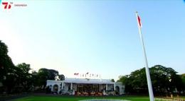Suasana jelang penurunan bendera di istana negara Jakarta. Screenshot channel Sekretariat Negara. Dokpri