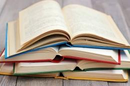 Ilustrasi Buku (Sumber Foto MaskaRad via Kompas.com)