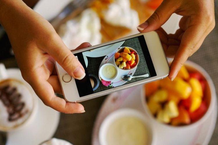 Trik ambil foto makanan pakai ponsel (sumber : kompas)
