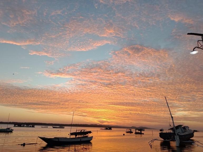 Ilustrasi - Tepi Laut Pulau Sapeken, Madura. (Dokpri)