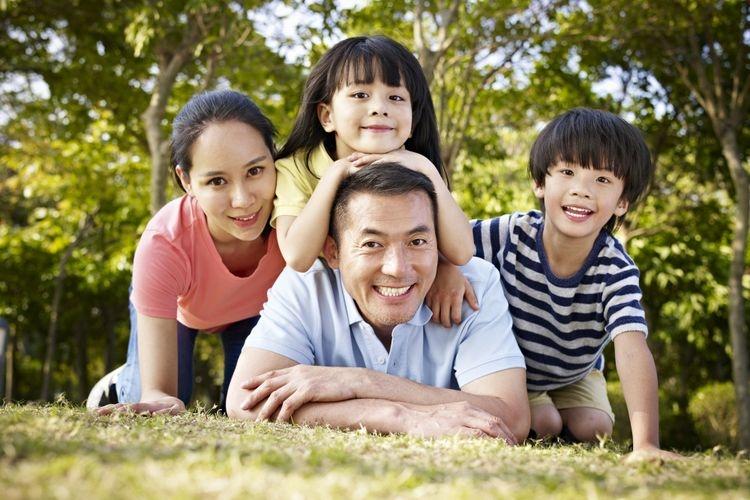Ilustrasi menjadi orangtua yang bahagia sekaligus jadi sahabat bagi anak. Sumber: imtmphoto via Kompas.com