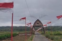 Bendera Merah Putih di areal persawahan Pedukuhan Dobangsan, Kelurahan Gripeni, Wates, Kulon Progo, DIY (Sumber: regional.kompas.com)