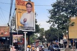 Baliho bergambar Airlangga Hartarto di depan bekas stasiun Blora (Sumber: Kompas.com Rusta Yuli Pradana)