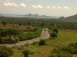 Tanah di pinggiran jalan di sebuah Kabupaten di NTB kini harganya sudah jauh melonjak   Sumber: Dokumentasi pribadi di tahun 2011