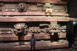 Reruntuhan kuil Piramida Teotihuacan yang terkenal menjadi fokus pengunjung/dok pribadi