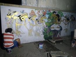 Proses pewarnaan Mural (Iswanto Yulius)