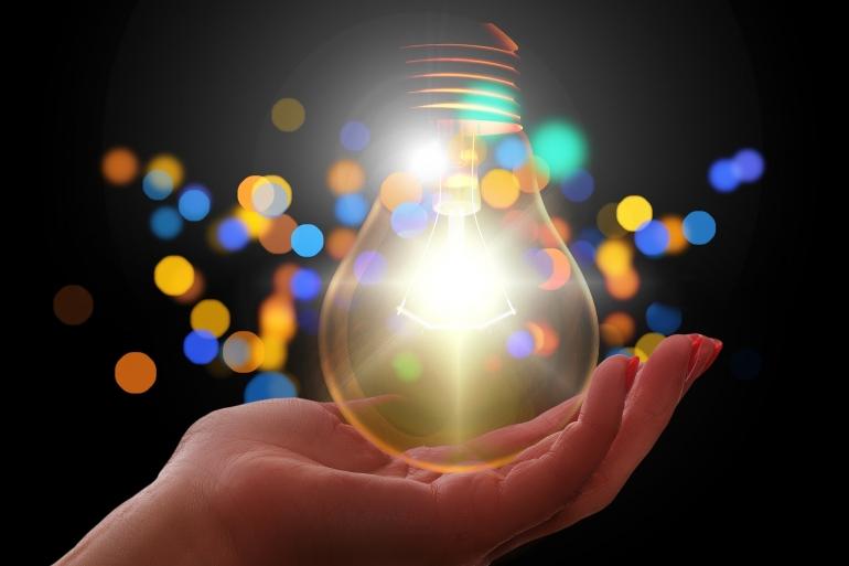 ilustrasi beribu cahaya. (sumber: pixabay.com/geralt)