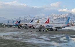 Bandara internasional Hamid Karzai yang berada di ketinggian 1,791 m dpl. Sumber: UR-SDV/wikimedia