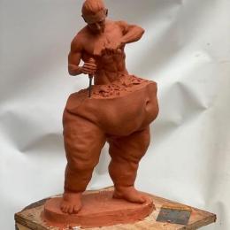 Man Sculpturing Himself - Sumber: mymodernmet.com