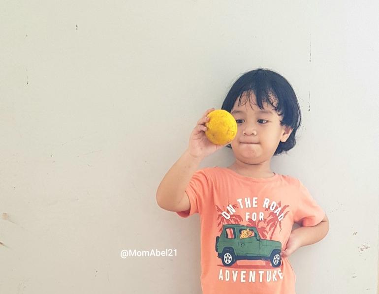 Menyikapi balita yang senang memainkan alat kelaminnya (Foto ilustrasi : dokpri MomAbel)