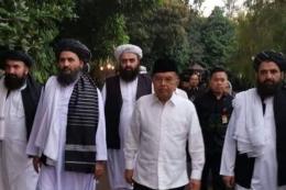 Jusuf Kalla bertemu dengan kelompok Taliban di Jakarta. (Sumber foto, kompas.com)