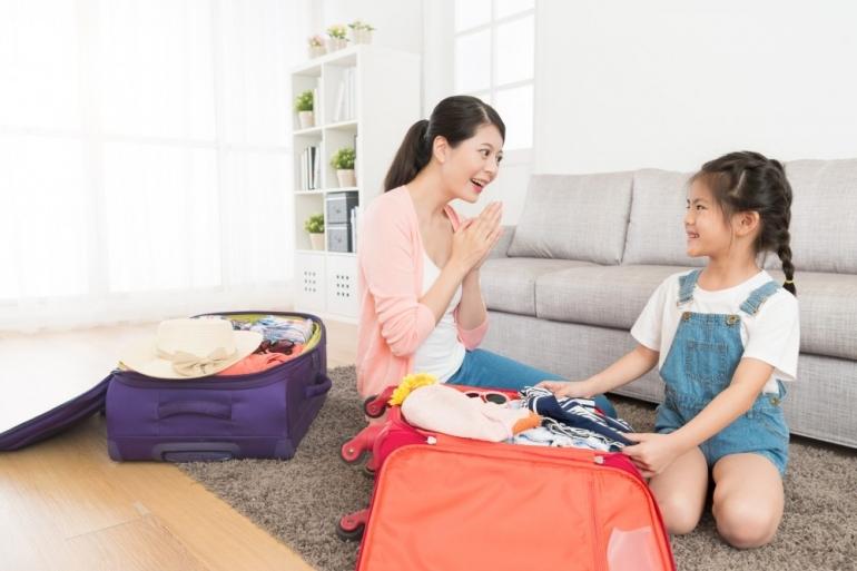 Ilustrasi orangtua mengapresiasi anak | Sumber: istockphoto