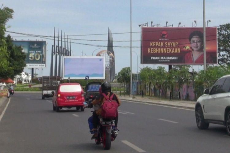 Baliho Puan Maharani tersebar di 24 kabupaten dan kota di Sulawesi Selatan (Sulsel).(KOMPAS.COM/HENDRA CIPTO)