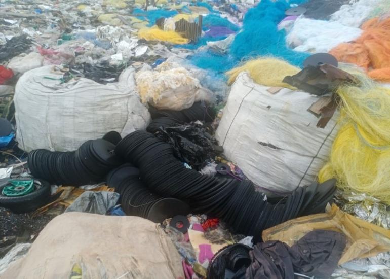 Ilustrasi: Sampah impor membanjiri Indonesia akibat regulasi sampah tidak optimal. Sumber: Dok. Pribadi