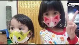 Ini masker khusus anak-anak dipakai cucu saya Seruni dan Senandung (foto dok Nur Terbit)