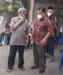 Bermasker di acara lamaran calon pengantin di salah satu komplek perumahan di Bekasi (foto dok Nur Terbit)