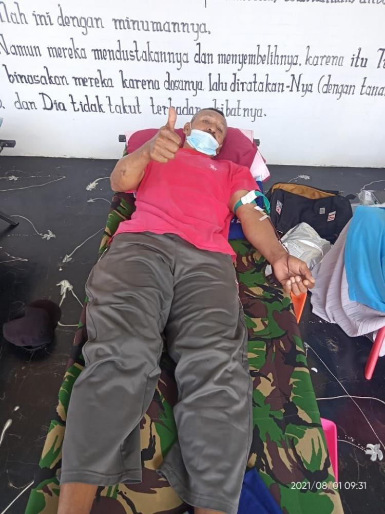 Sosok Pak Mohtar saat mendonorkan darah yang selalu dilakukannya dengan rutin/Sumber: Dok.Pri