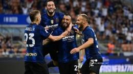 Arturo Vidal dan para pemain Inter lain merayakan selebrasi gol ke gawang Genoa (sumber : bali.tribunnews.com)
