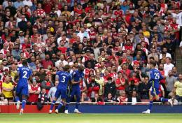 Pemain Chesea merayakan gol ke gawang Arsenal. (via dailycannon.com)
