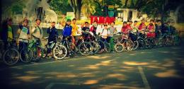 Pelajar bersepeda. Foto dok. Geber