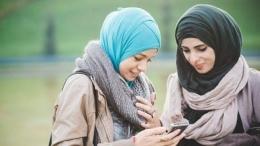 Ilustrasi pertemuan Kesya (kiri) dan Marsha (kanan) terkait lethologica | sumber: hipwee.com