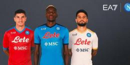 Giovanni Di Lorenzo, Victor Osimhen, dan Lorenzo Insigne menjadi model untuk seragam baru Napoli. (Sumber: Football Italia)