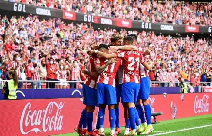 Pemain Atletico Madrid merayakan gol ke gawang Elche. (via middleeast.in-24.com)