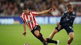 Rowe (kanan) menjadi andalan di lini tengah Arsenal dalam dua laga awal musim ini. Sumber: Action Images via Reuters