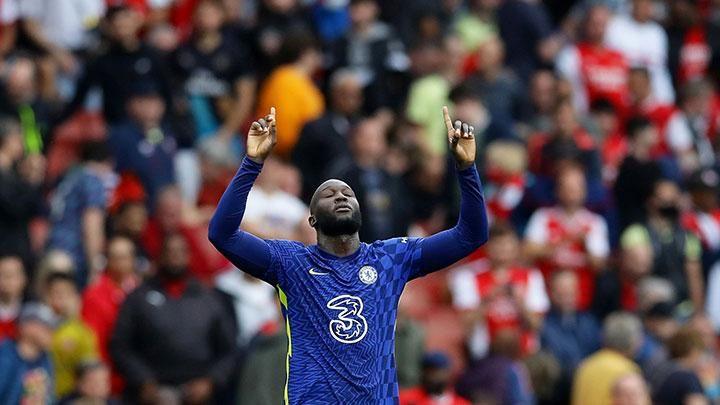 Romelu Lukaku merayakan gol yang dicetaknya ke gawang Arsenal (22/8). Gol itu menandai come back Lukaku ke Chelsea/REUTERS/David Klein