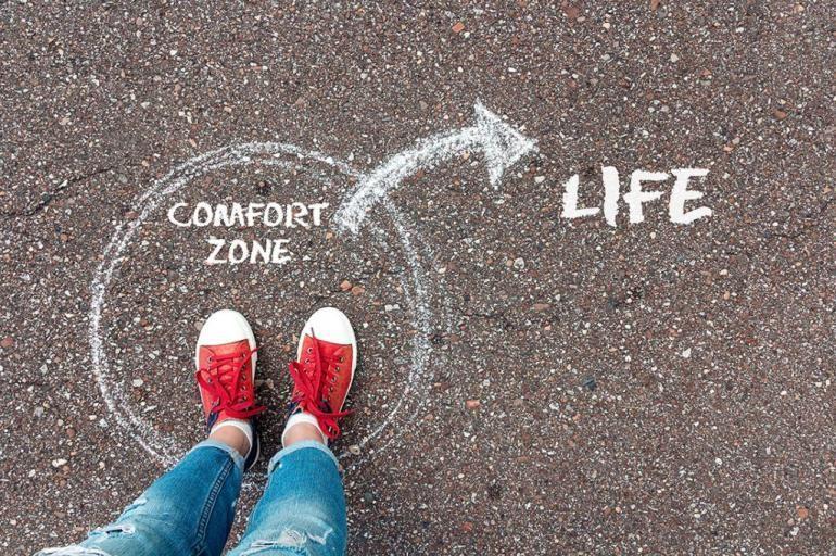 ilustrasi keluar dari zona nyaman. (sumber gambar: Shutterstock.com/WindNight)