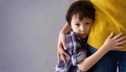 Ilustrasi anak yang merasa takut via hallosehat.com