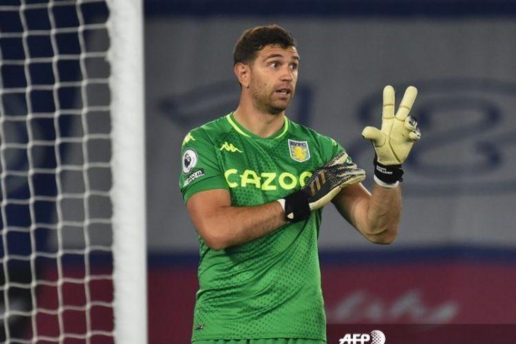 Emiliano Martinez terancam tak bisa bela Argentina di kualifikasi Piala Dunia 2022. Foto: AFP/RUI VIEIRA dipublikasikan kompas.com