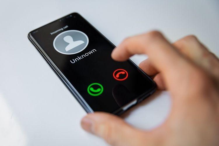 Ilustrasi panggilan spam, nomor yang tidak diketahui. (sumber: Shutterstock via kompas.com)