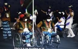 www.youtube.com                                              Sebagian besar pada kontingen2 yang membawa bendera Negara mereka, berada di kursi roda
