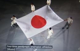 www.youtube.com, Ketika awal pembukaan, petugas disabilitas membawa Bendera Jepang, dan mengibarkannya sebagai tuan rumah Paralipiade Tokyo 2020 ......