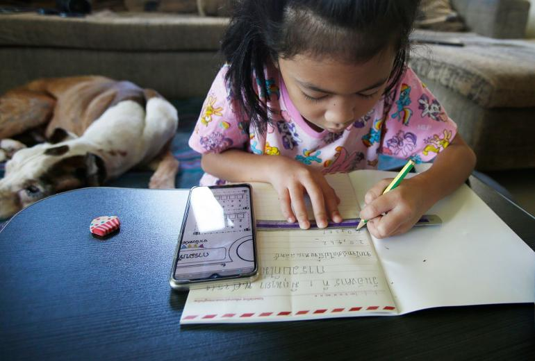(Suasana belajar dirumah / sumber foto dilansir dari bangkokpost.com)