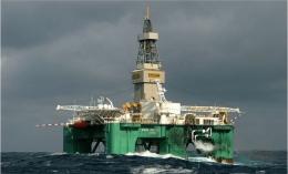 Semi-submersible Rig. Sumber: oilandgasmanagement.net