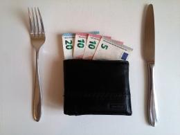 Hati-hati, memberi tip bisa dianggap menghina | foto: pixabay/Peter—
