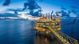 Offshore Rig Jenis Fixed Platform dengan Processing Facilities. Sumber: shutterstock via euractiv.com